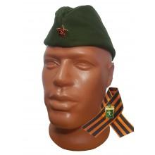 Пилотка военная зеленого цвета с красной звездой